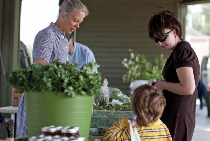 Marie Crise and her son shopping at a farmer's market in Abingdon, Va. . Laura Elizabeth Pohl/Bread for the World.