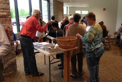 Writing materials being handed out at Resurrection Lutheran in Indianapolis, Ind. Jana Forster for Bread for the World.