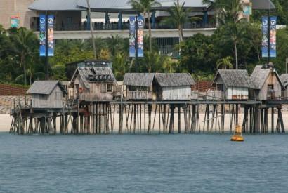 A row of wooden kelongs (fishermen huts on stilts) in Sentosa, Singapore. Wikimedia Commons.