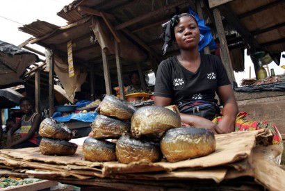 A woman sells smoked fish at a market in San Pedro, Côte d'Ivoire. UN Photo / Ky Chung
