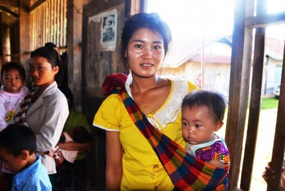 Eighteen-year-old Lin and her baby receive nutrition commodities such as iron folic acid through an outreach program funded by USAID and UNICEF in Laos. Barry Bracken,/UNICEF.