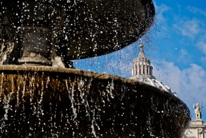 A fountain in St. Peter's Square. Wikimedia Commons.