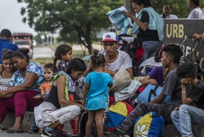 Venezuelan migrants in Colombia. About 5,000 people have been crossing borders daily to leave Venezuela over the past year, according to UN data. Colombia, April 2019. UNHCR/Vincent Tremeau
