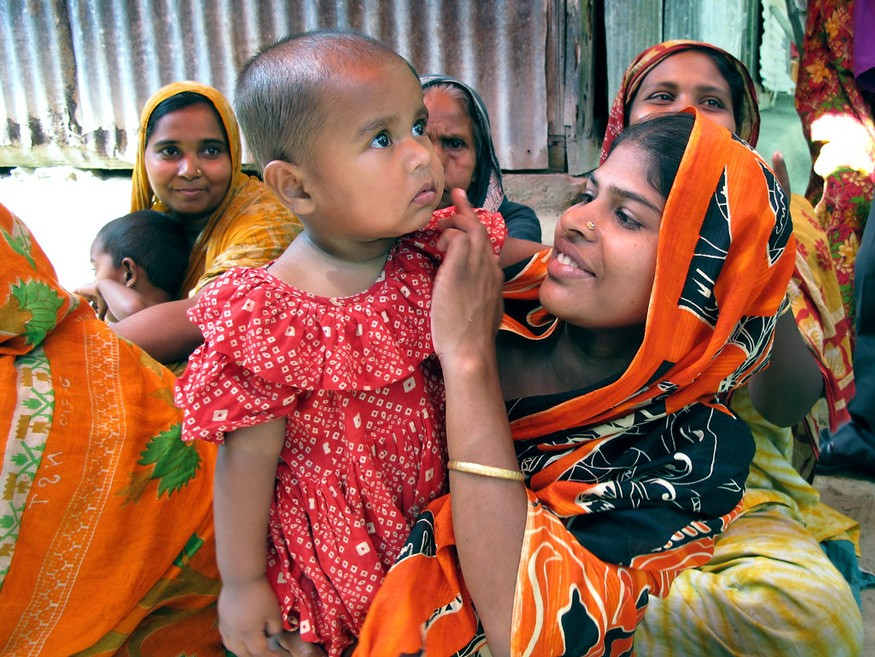 Bangladeshi mothers receiving information about maternal and child health and nutrition. Photo: Todd Post / Bread for the World