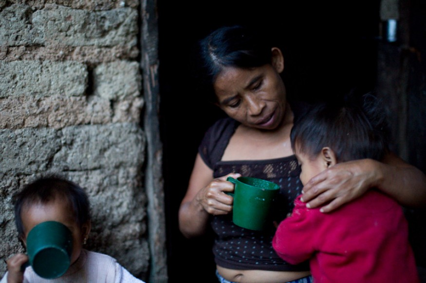 Catarina Pascual Jimenez (center) feeds her two twins. Joseph Molieri/Bread for the World.
