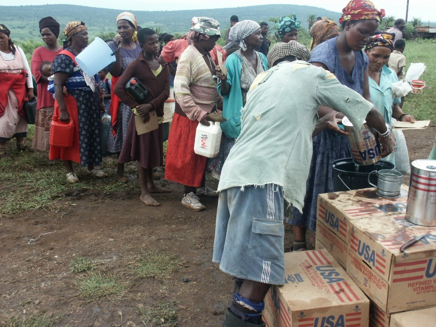 Lutheran Development Service distributes food to people affected by drought in Swaziland. Stephen Padre/Bread for the World.