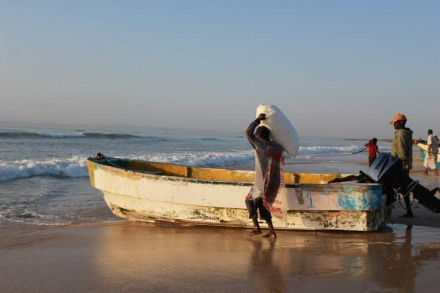 Fishermen haul ice onto their boats in Puntland, Somalia. Photo courtesy of USAID.