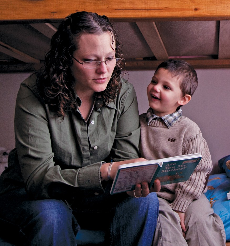 Heather Rude-Turner, reading to her son Isaac, depends on the Earned Income Tax Credit to help support her family. Laura Elizabeth Pohl/Bread for the World.