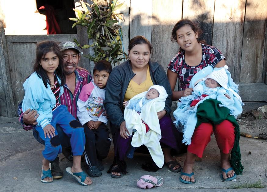 Comitán, MEXICO: Marvin Garcia y sus nietos, los gemelos. Photo by Joe Molieri / Bread for the World