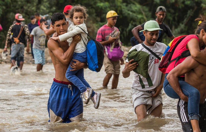 Venezuelans risk life and limb to seek help in Colombia. © UNHCR/Vincent Tremeau